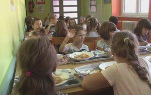 Učenici prvog razreda tijekom pokretanja kampanje Danas jedemo ribu (Foto: Dnevnik.hr) - 2