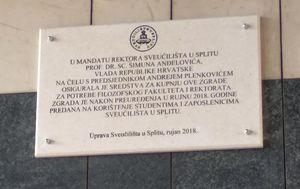 Rektor otkrio ploču na kojoj je njegovo prezime pogrešno otisnuto (Foto: Mario Jurič)