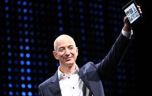 Bezos predstavlja Kindle
