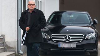 """Mještani ne zamjeraju župniku zbog skupog Mercedesa: """"Neka ima čovjek. Radi, živi k'o i mi svi"""""""