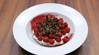 Stres test - Commonwealth torta (Pavlova sa creme anglaise) (Foto: Nova Tv Press)