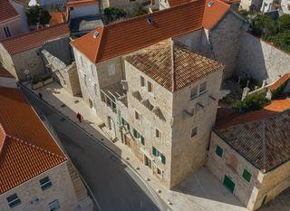 Srednjevjekovni dvorac Kaštelir, Pučišća, Brač - 4