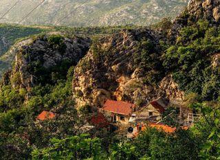 Kamena kuća u kanjonu rijeke Cetine, Podašplje - 3