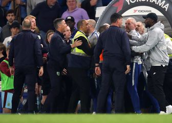 Rüdiger u svađi članovima Burnleyja (Foto: Adam Davy/Press Association/PIXSELL)