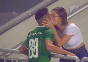 Poljubac igrača i djevojke (Screenshot)