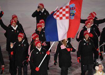 Natko Zrnčić Dim predvodio hrvatske sportaše na otvaranju ZOI u Pjongčangu (Foto: AFP)
