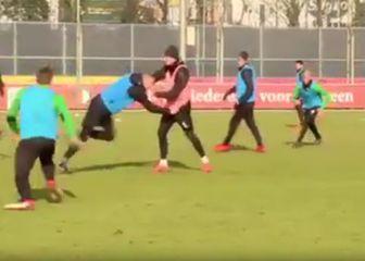 Tučnjava igrača na treningu Feyenoorda (Screen shot)