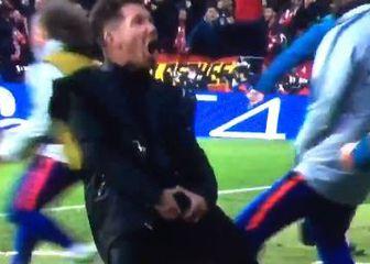 Diego Simeone i hvatanje za muda (Screenshot)