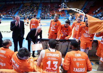 Igrači i stručni stožer Cedevite (Foto: Sanjin Strukić/PIXSELL)