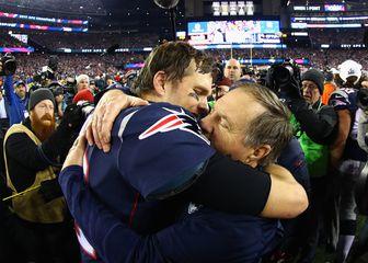 Brady i Belichick u zagrljaju (Foto: AFP)