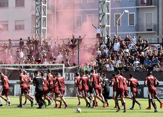 Euforija na prvom treningu navijača Torina za novu sezonu (Foto: AFP)