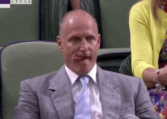 Woody Harrelson na finalu Wimbledona Screenshot)