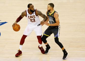 LeBron James protiv Stepha Curryja (Foto: AFP)