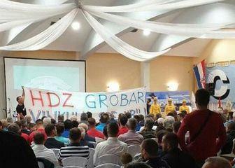 Poruka vinkovačkih Ultrasa HDZ-u (Foto: Facebook)