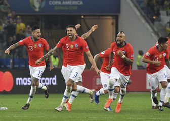 Čileanci slave prolaz u polufinale (Foto: AFP)