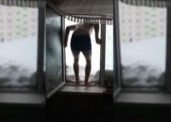 U Sahalinu se ljudi zabavljaju skačući u snijeg sa zgrada (FOTO: YouTube/Screenshot)