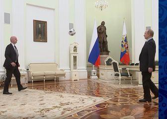 Infantino i Putin tehniciraju (Screenshot: YouTube)