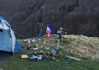 Slovenci na Velebit izvjesili zastavu SFRJ (Foto: Antena Zadar) - 1