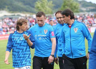 Zlatko Dalić u sa svojim suradnicima i Lukom Modrićem u Omišu (Foto: Ivo Čagalj/PIXSELL)