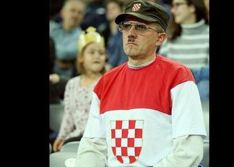 Stajling ovog navijača plijenio je pozornost publike (Foto: Goran Stanzl/PIXSELL)