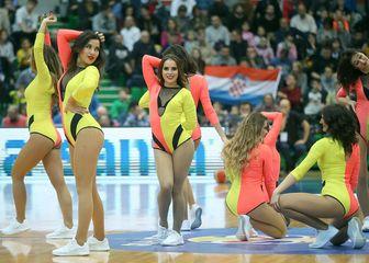 Navijačice na utakmici reprezentacije (Foto: Goran Stanzl/PIXSELL)