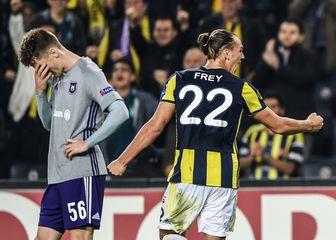 Michael Frey slavi pobjedu Fenerbahčea nad Anderlechtom (Foto: AFP)