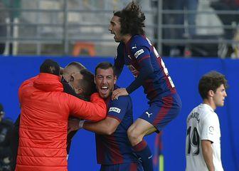Marc Cucurella slavi sa suigračima (Foto: AFP)