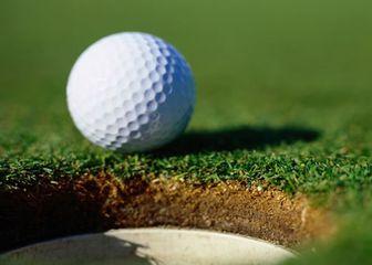 Što se događa s golf lopticom kada brzinom od 240km/h udari u zid?