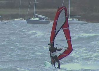 Surfer na nemirnom moru (Foto: Arhiva/Dnevnik.hr)