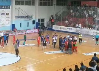 Tučnjava nakon futsal utakmice u Makarskoj (Screenshot YouTube)