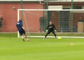 Nicklas Bendtner na treningu (Foto: Screenshot)