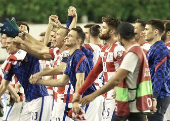 Hrvatska nogometna reprezentacija slavi pobjedu protiv Slovenije