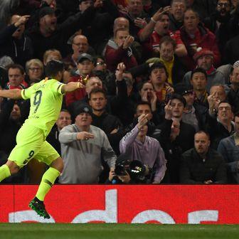 Luis Suarez slavi gol (Foto: AFP)