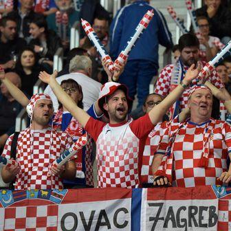 Hrvatski navijači u Zadru (Foto: Dino Stanin/PIXSELL)