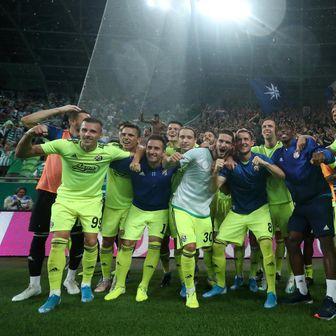 Slavlje igrača i navijača Dinama (Foto: Slavko Midžor/PIXSELL)