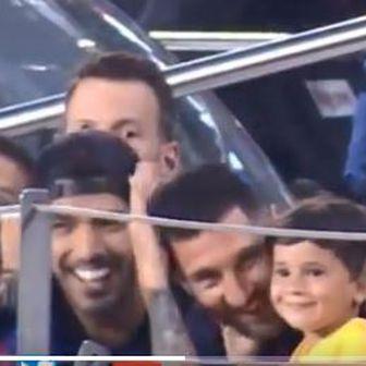 Messi se hvata za glavu (Screenshot)