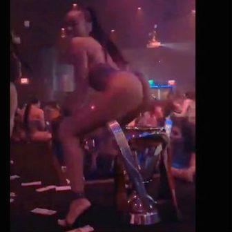 Striptizeta twerkala iznad pehara (Screenshot)