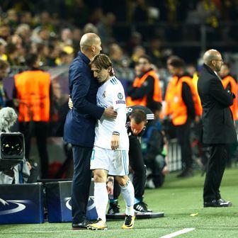 Zinedine Zidane i Luka Modrić (Foto: AFP)