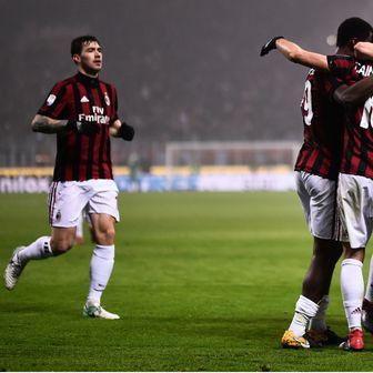 Igrači Milana slave pogodak (Foto: AFP)