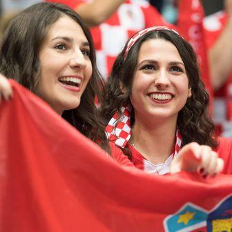 Hrvatske navijačice (Foto: Sven Hoppe/DPA/PIXSELL)