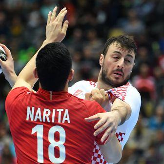 Kohei Narita i Domagoj Duvnjak (Foto: AFP)