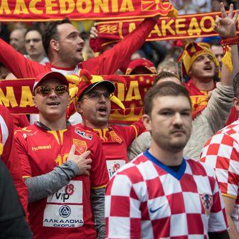 Makedonski i hrvatski navijači (Foto: Sven Hoppe/DPA/PIXSELL)