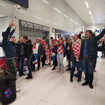 Navijači u zračnoj luci