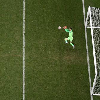 Danijel Subašić brani penal (Foto: AFP)