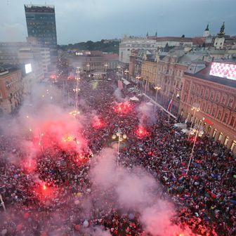 Doček Vatrenih na Trgu (Foto: Dalibor Urukalovic/PIXSELL)