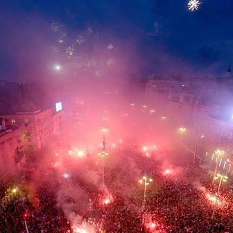 Bakljada na Trgu za Vatrene (Foto: Dalibor Urukalovic/PIXSELL)