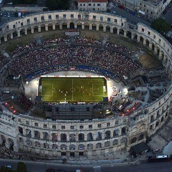 Nogometni spektakl u rimskom amfiteatru iz zraka (Foto: Dusko Marusic/PIXSELL)