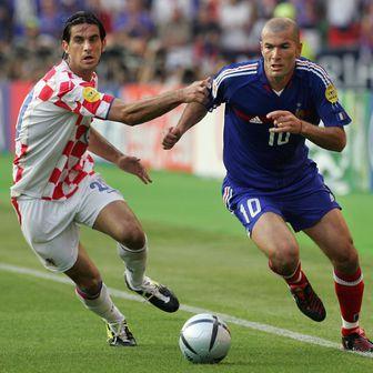 Roso i Zidane u duelu (Foto: AFP)