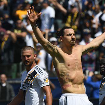 Zlatan Ibrahimović slavi pogodak (Foto: AFP)