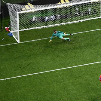 Cristiano Ronaldo zabija iz Penala (Foto: AFP)